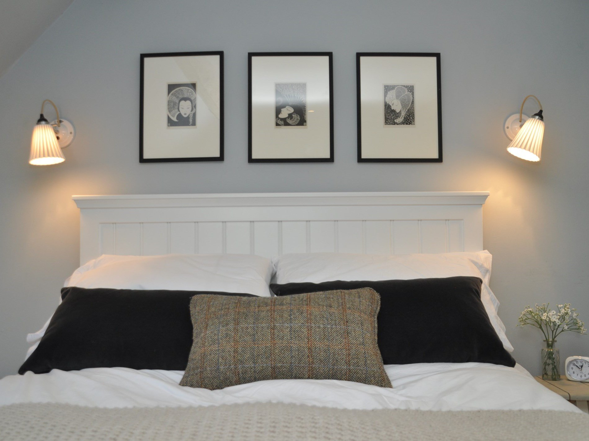 Beautiful bedlinen and classic artwork