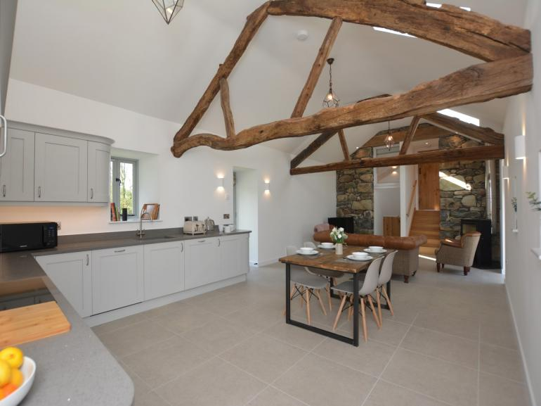 Beautiful coastal barn with all your creature comforts and thoughtful little extras