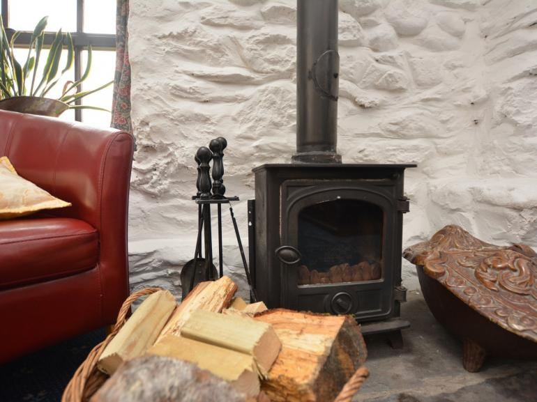 Cosy cottage with creature comforts, private fishing and beautiful grounds