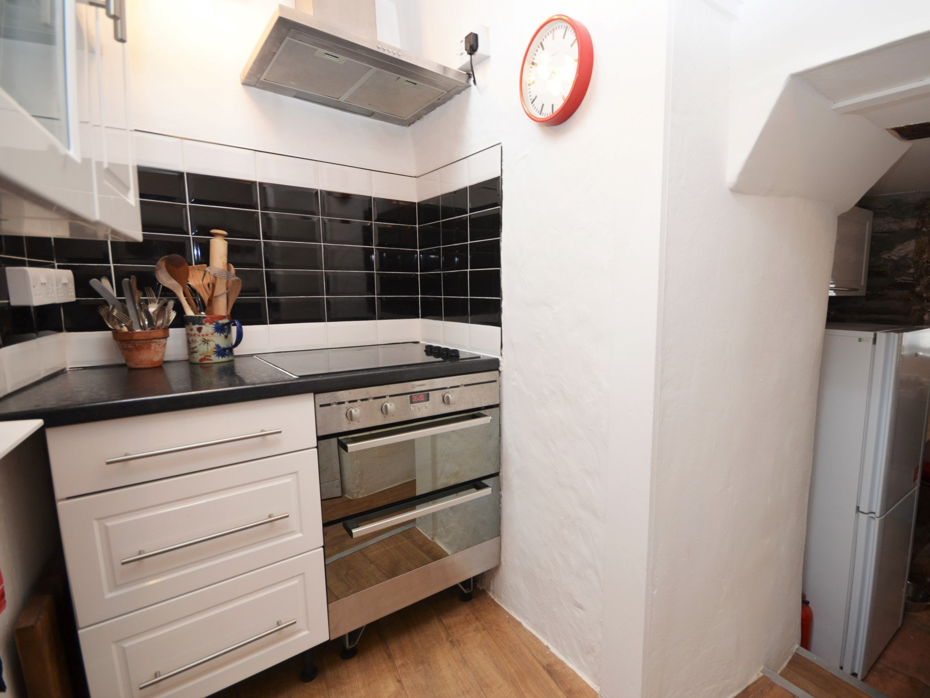 The fully equipped cosy kitchen area