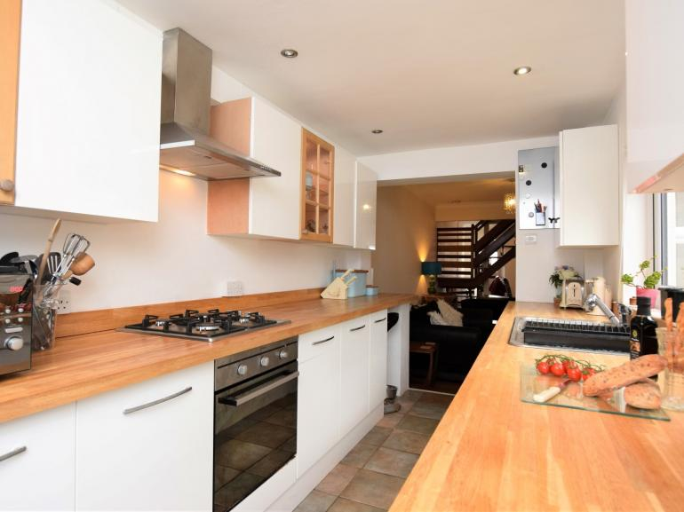 A galley style kitchen to cook up a storm