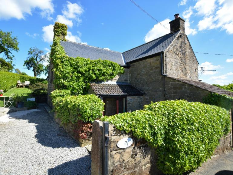 Relax in this cosy farm cottage