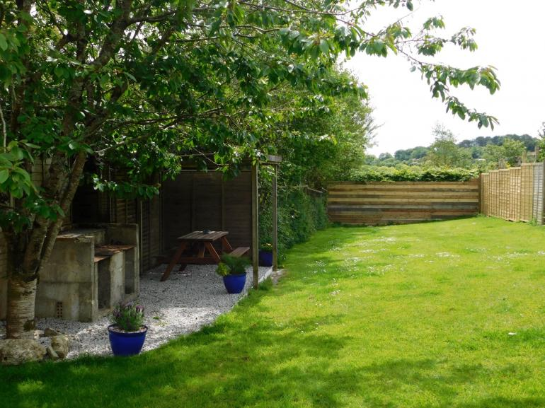 Good sized secure garden, ideal for children or dogs to be let loose in!