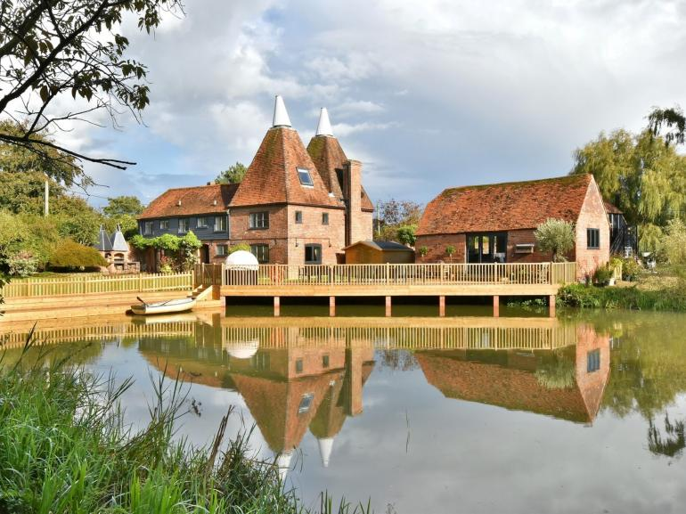 Beautiful oast house in a stunning rural setting
