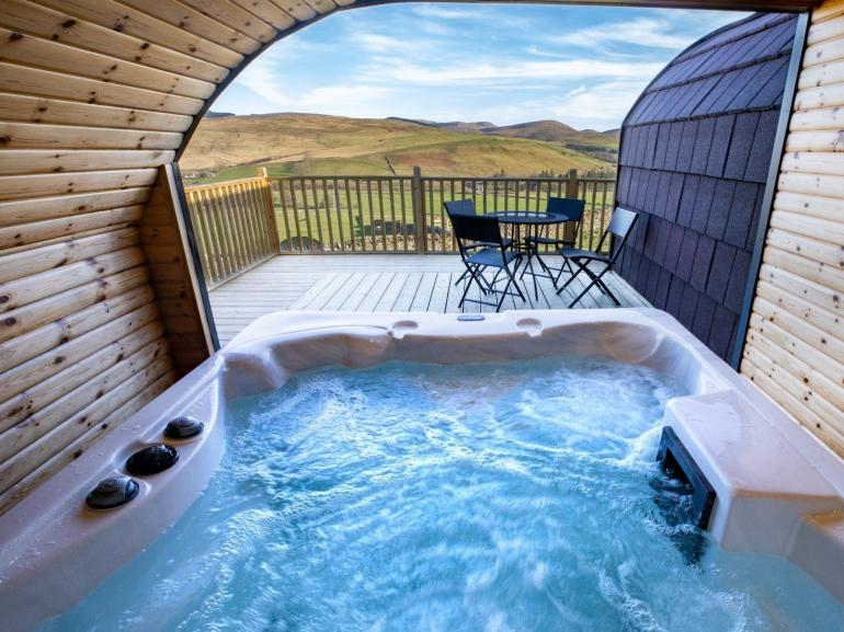 Luxurious lodge with amazing views and open fronted hot tub with LED lighting
