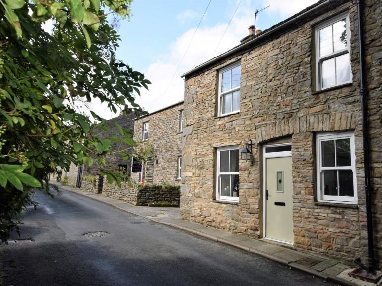 Charming stone cottage in Yorkshire village