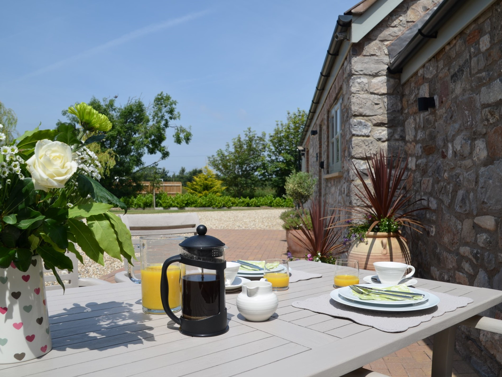 Enjoy a lazy breakfast alfresco style