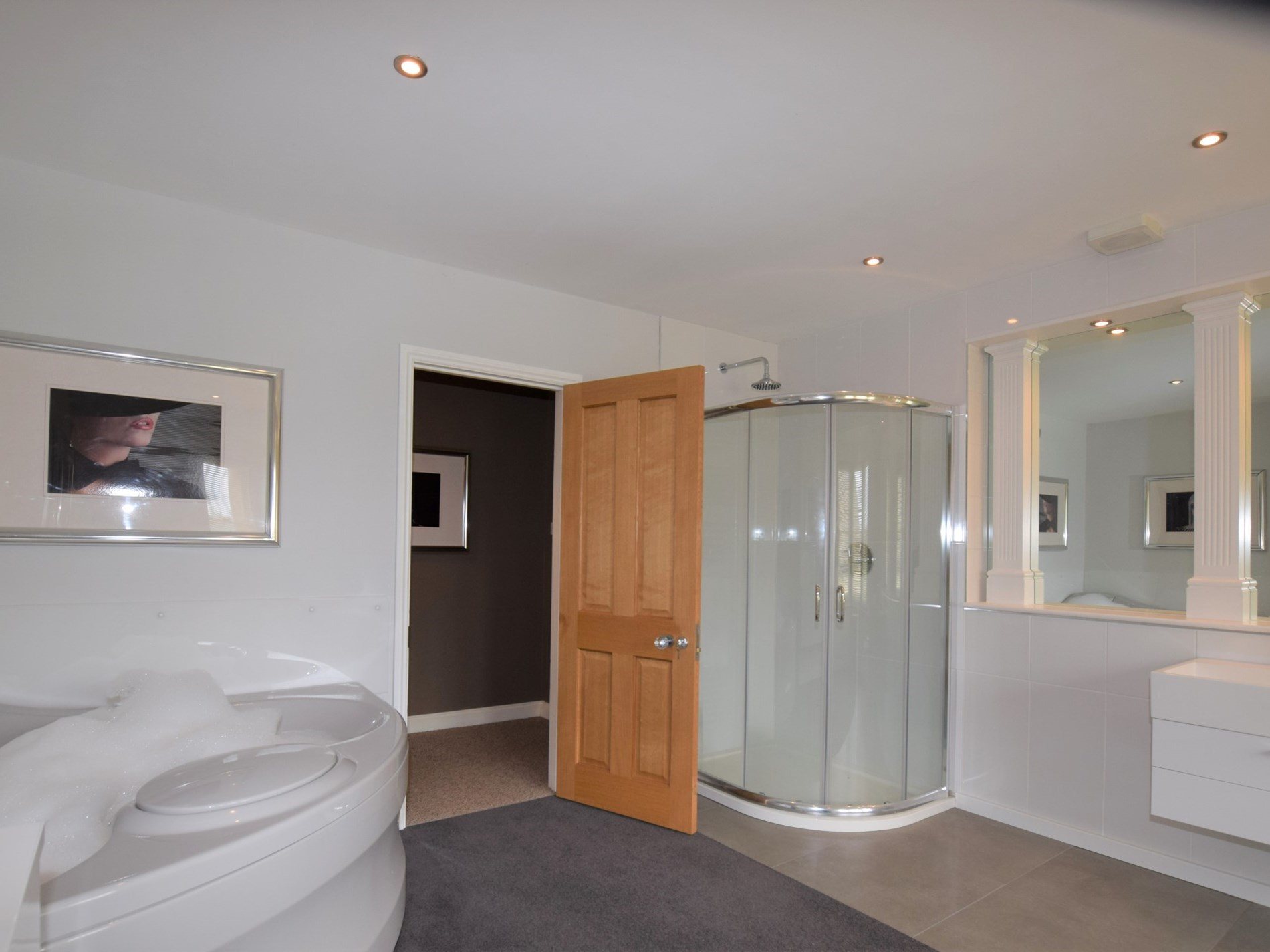 Shower cubicle and spa bath next door to the twin room