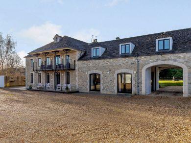Poplars Farm House (75849)