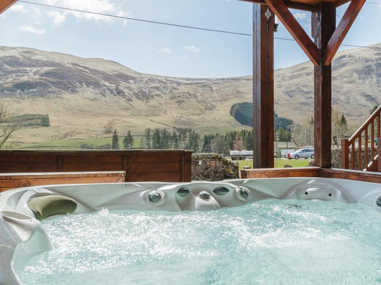 Perthshire Log Cabin Hot Tub Retreat