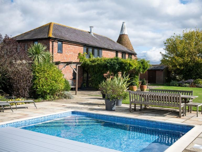 Majestic oast house with swimming pool