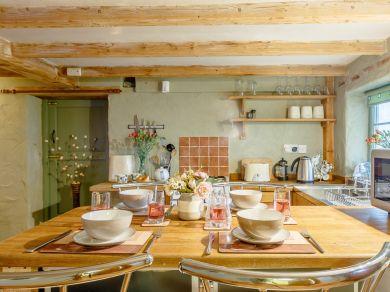 Fleur's Cottage (76449)