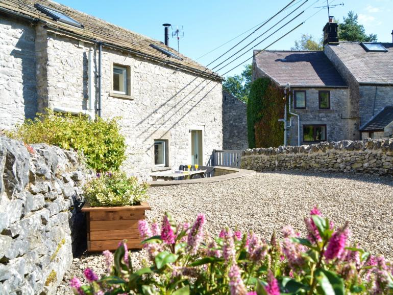 Come and stay in this traditional stone cottage