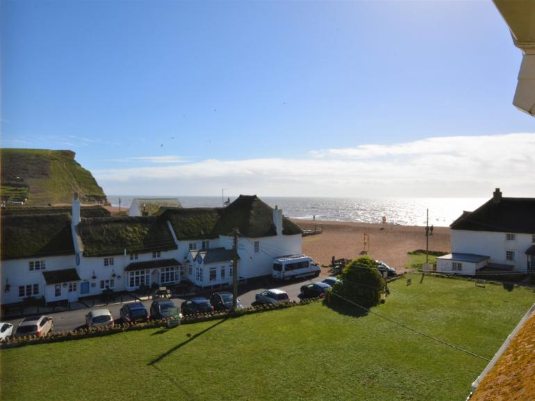 Wake up to views of the beach, cliffs and harbour from this charming coastal apartment