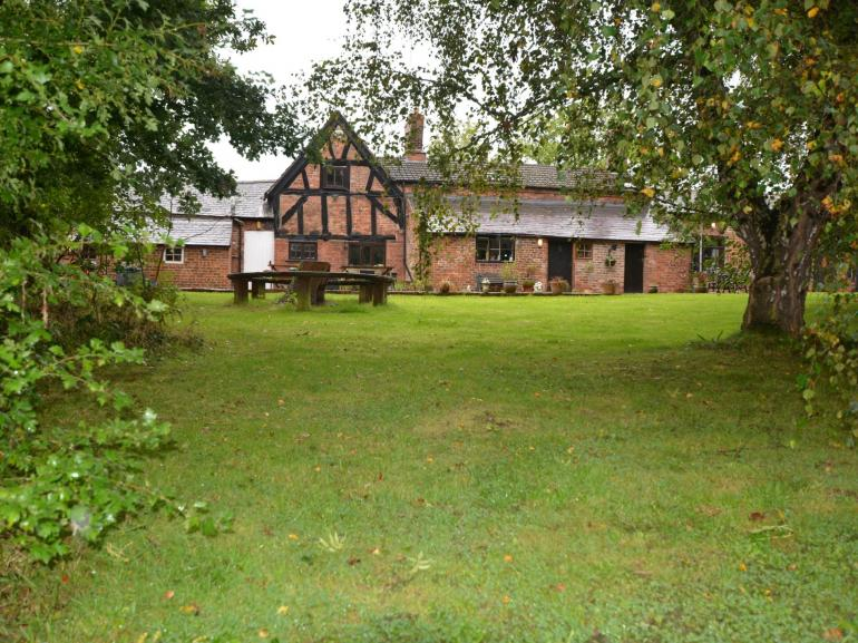 Splendid Tudor house with fishing pond and hot tub in the grounds