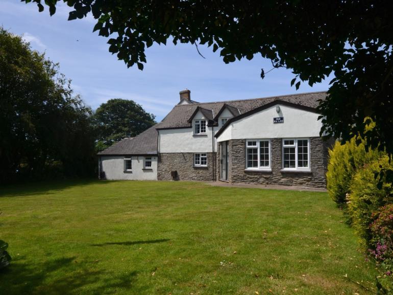 Delightful semi-detached cottage