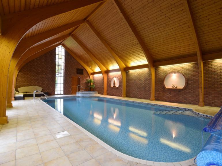 Well presented pool room