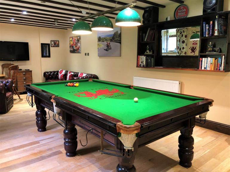 Large lounge area with full size snooker table