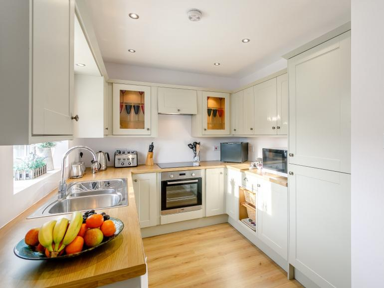 A bright and stylish kitchen to cook in