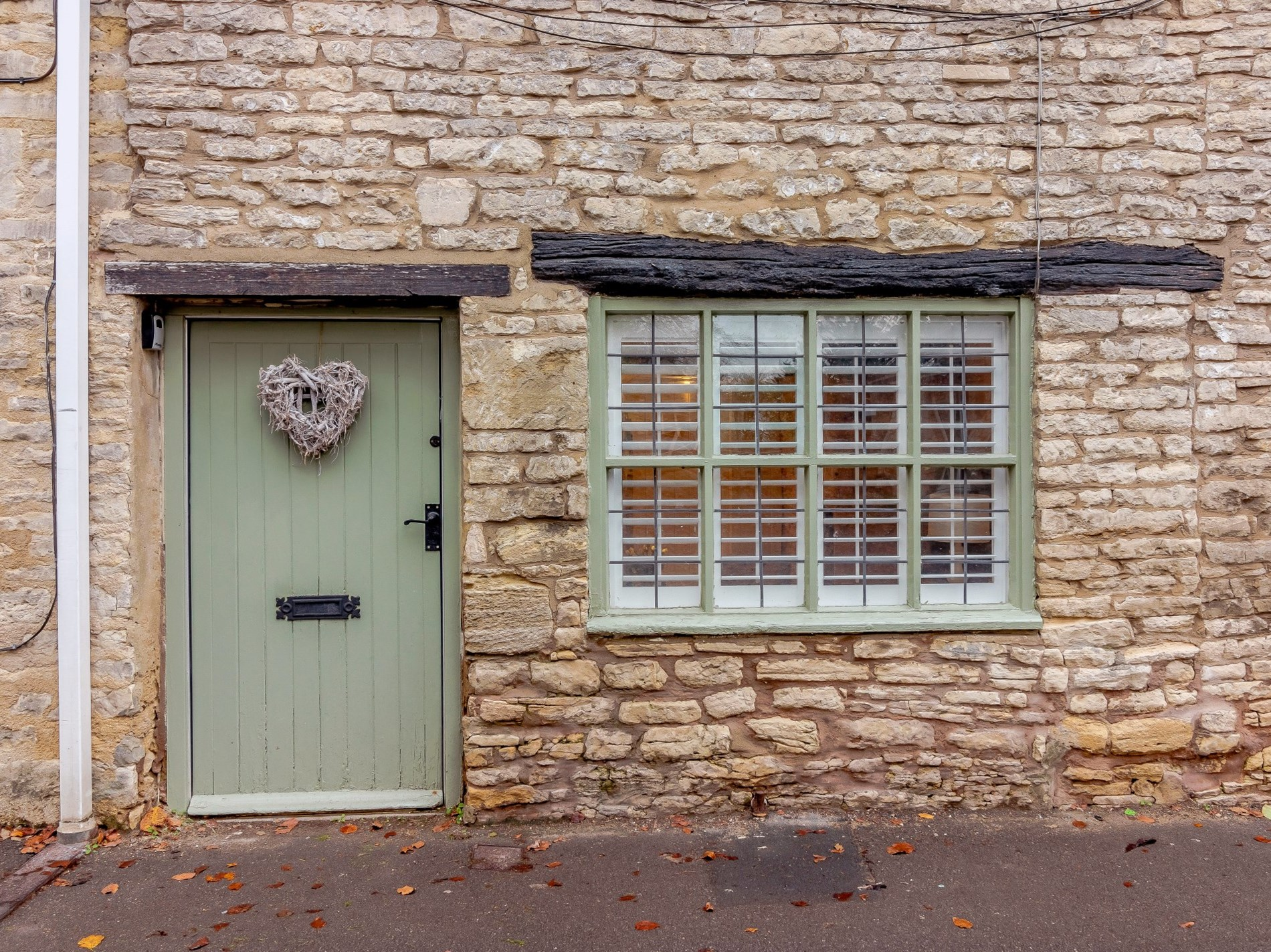 Traditional colours and mullion windows