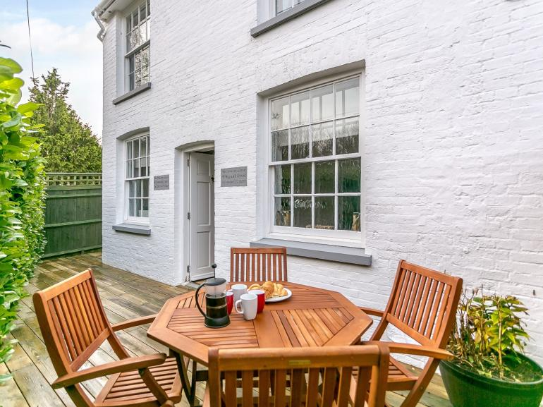 A pretty period cottage with private courtyard