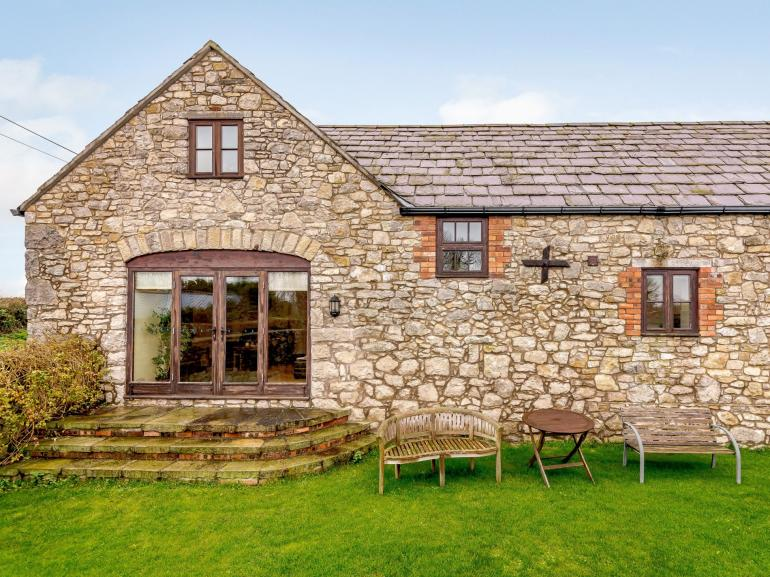 Lovely barn close to the coast and countryside