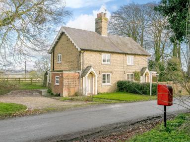 2 Church Cottages (77637)