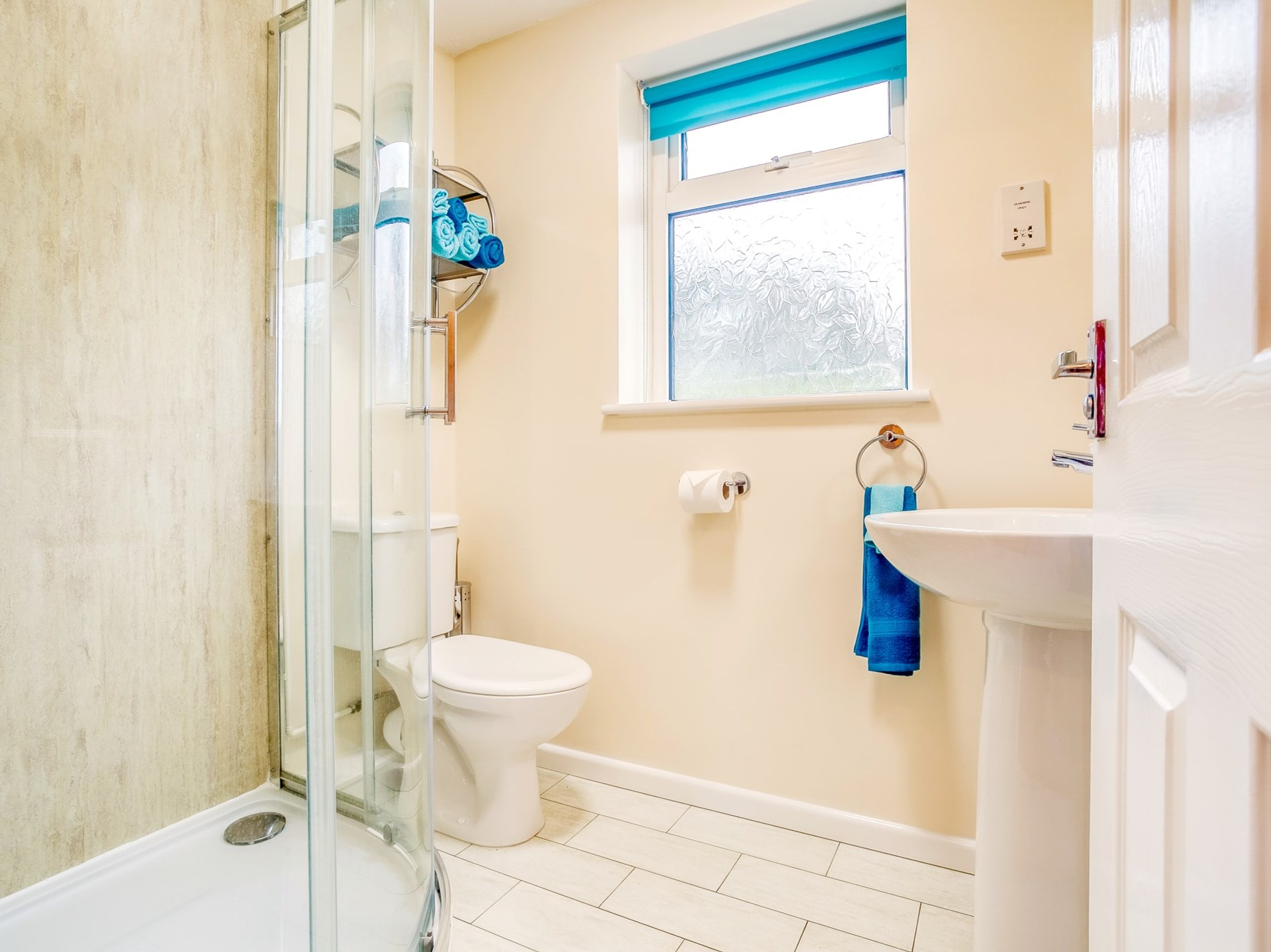 Bright and spacious shower room