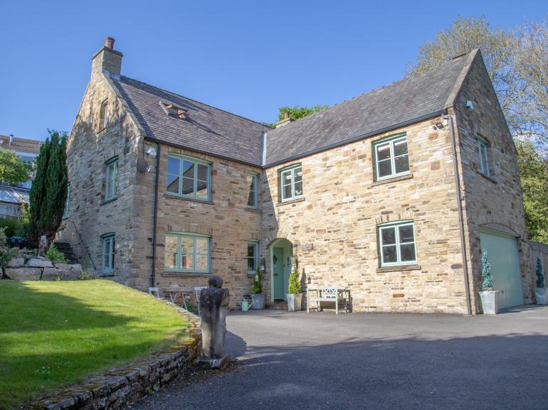 Stylish stone-built detached cottage