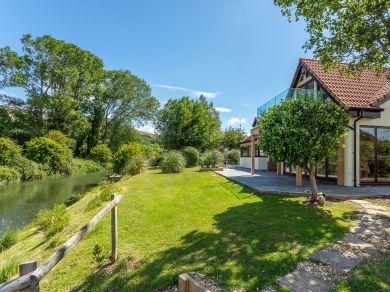 Lazy River Cottage (77985)