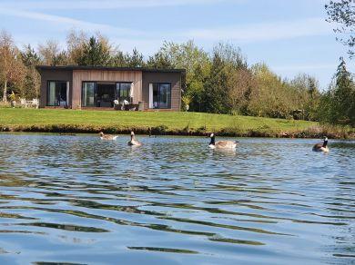 Swan Lodge (78025)