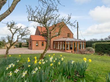 Field House (78151)