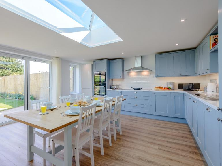 Light and bright open-plan living