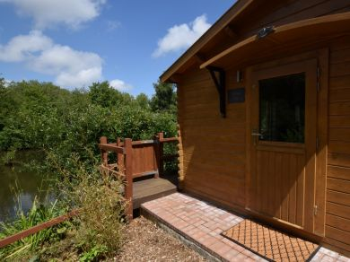 Alverstone Ponds W E Lodge (78634)