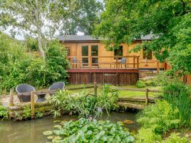 Alverstone Ponds Hobbits Landing Lodge
