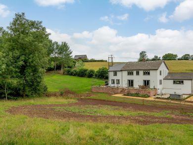 Lyndhurst  Farm (78640)