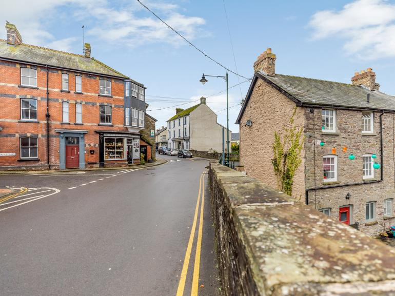Set in the heart of Talgarth with an array of pubs and independent shops