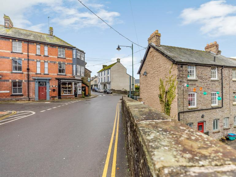Set in the heart of Talgarth with an array of pubs and independant shops