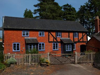 Apple Bough Cottage (BN019)