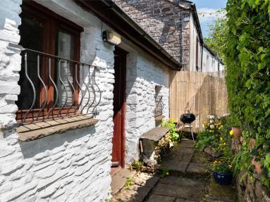 Carpenters Cottage - Libanus (BN082)