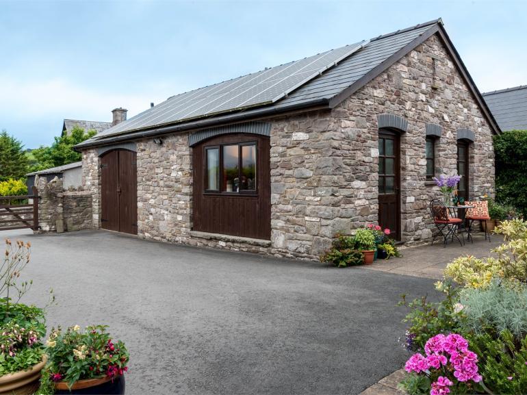 Exterior Cerrig Cottage