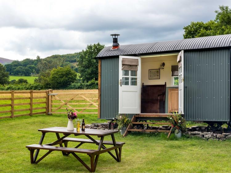 Cui Shepherds Hut (BN115)