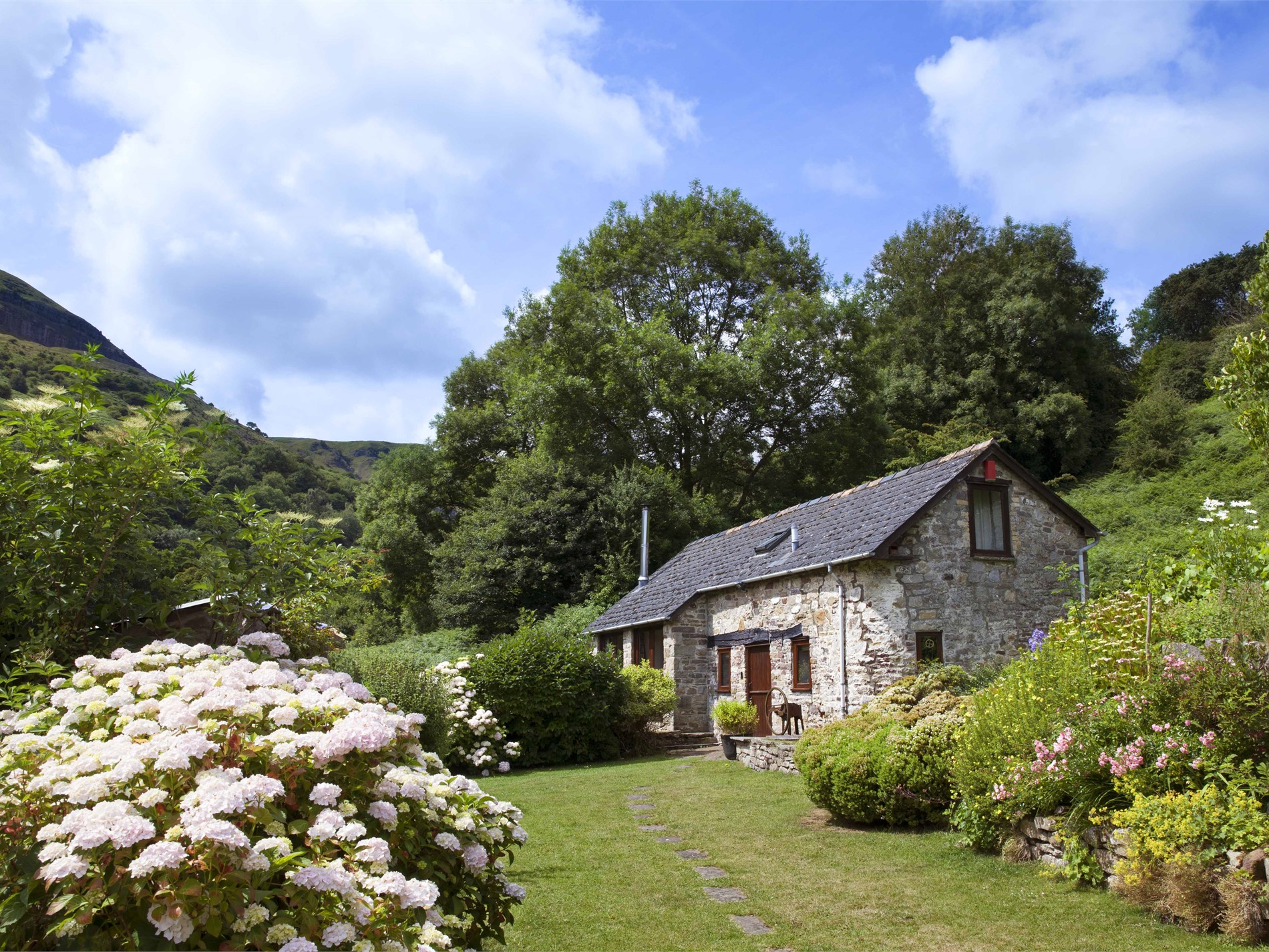 1 Bedroom Cottage in Crickhowell, Mid Wales