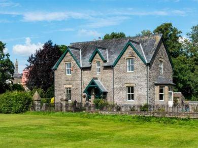 Dinas Lodge (BN134)