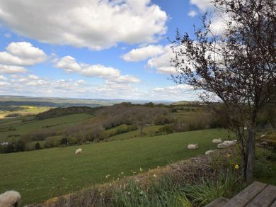 Wye View Farmhouse And Barn (BN221)