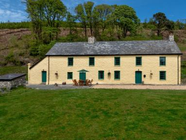 The Old Family Home - Yr Hen Aelwyd (BN259)