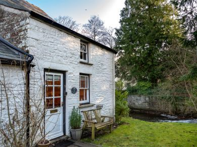 Molly's Cottage (BN375)