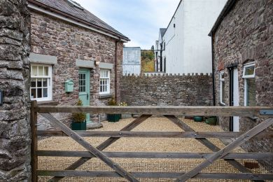 The Stables - Brecon Town (BN436)