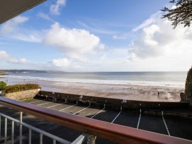 Beach Court 14 (FB013)