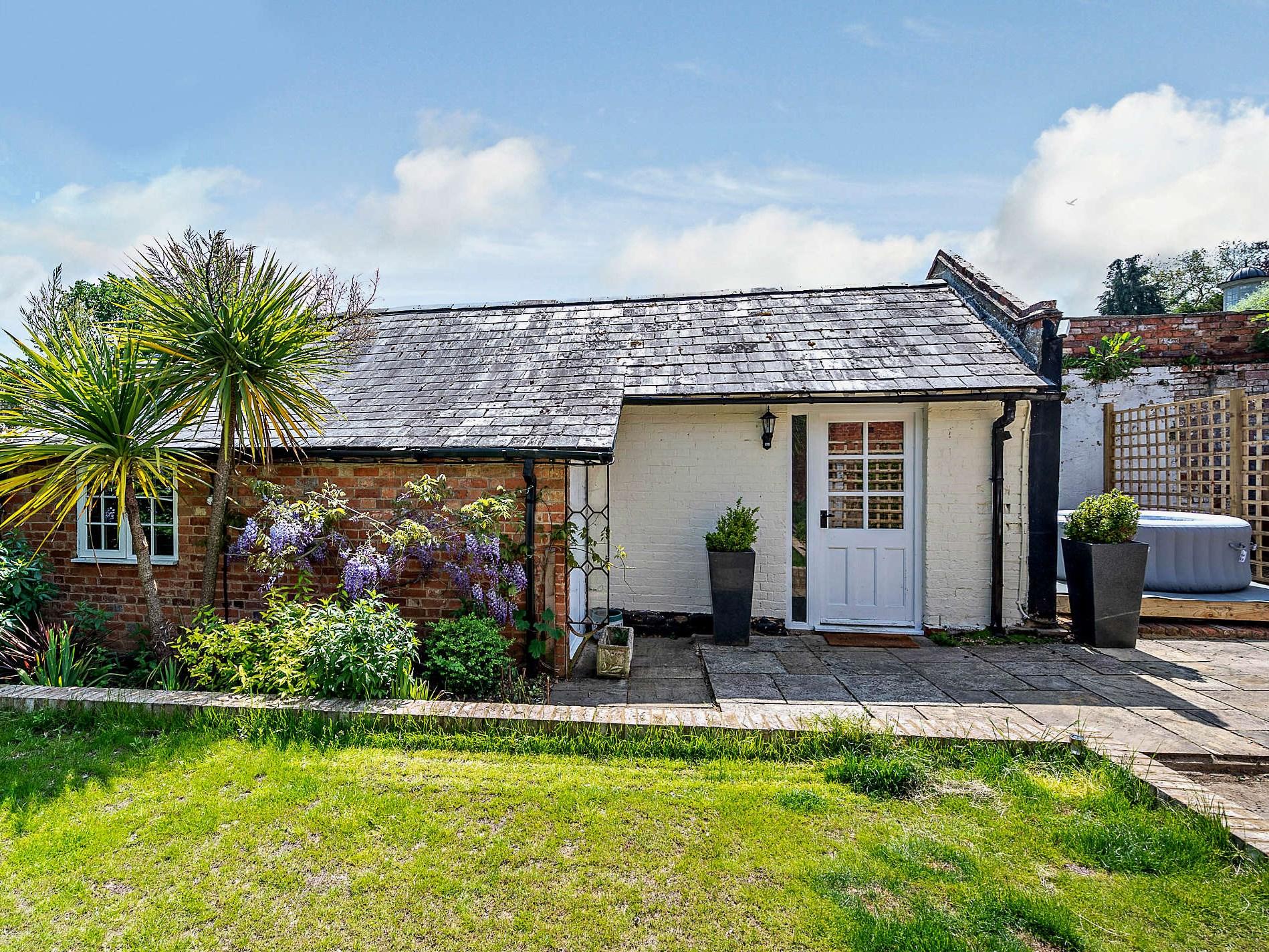 1 Bedroom Cottage in Northampton, Heart of England